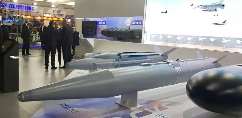 Podczas wystawy lotniczej Aero India 2018, lotniczy pocisk  Rocks był prezentowany razem zbombą szybującą zrodziny SPICE / Zdjęcia: Rafael Advanced Defence Systems