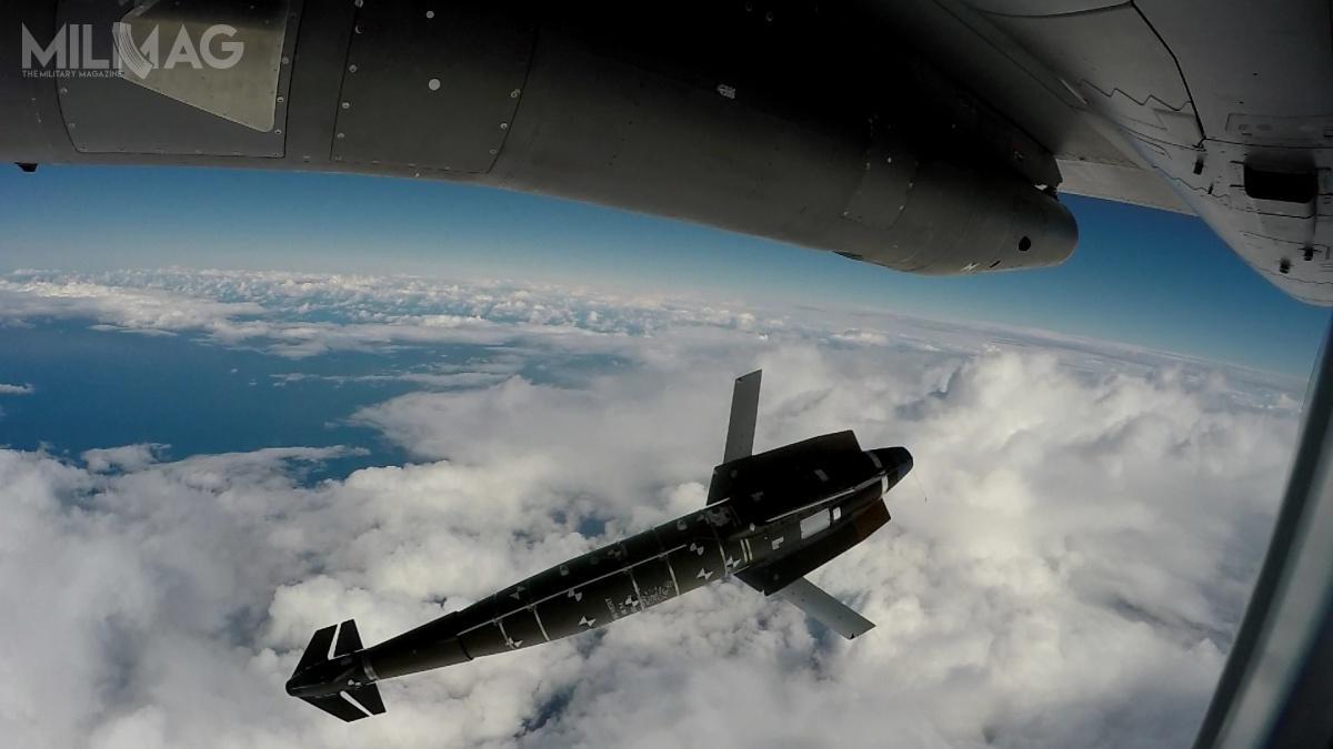 Francja kontynuuje próby nowego uzbrojenia samolotów Dasault Rafale. Tym razem rozpoczęto próby z1000-kilogramową wersją precyzyjnej bomby Sagem SBU-64 AASM Hammer. Rodzina bomb obejmuje także 125-, 250- i500-kilogramowe wersje, które wcześniej wprowadzono nauzbrojenie / Zdjęcie: Dassault Rafale