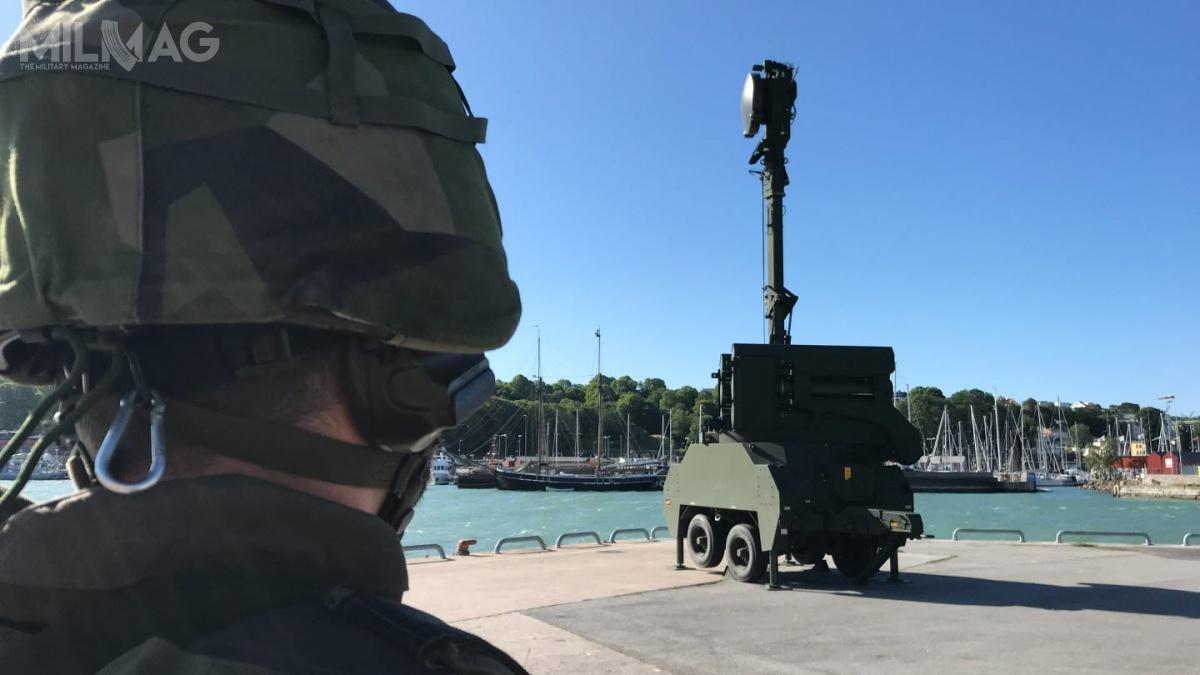 Uzbrojeniem systemu RBS 23 BAMSE są naprowadzano radiokomendowo wsystemie CLOS (Command toLine of Sight) rakietowe pociski przeciwlotnicze ozasięgu 15-20 km, pułapie do15 tys. m iprędkości rzędu Ma3. Mają 2,6 m długości, średnicę od108 do210 mm irozpiętość usterzenia 0,6 m ibazują nakonstrukcji pocisku przeciwlotniczego RBS 70. Wyrzutnia jest uzbrojona wsześć pocisków, zktórychdwa mogą równocześnie atakować cele / Zdjęcia: Forsvarsmakten
