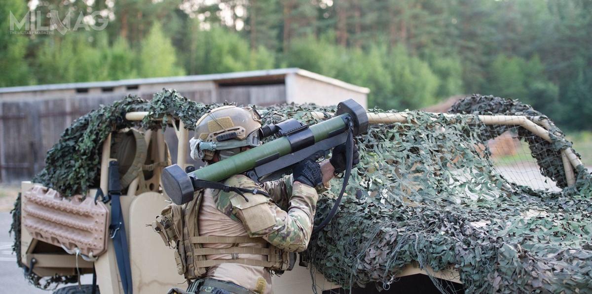 Jednorazowe 60-mm lekkie granatniki przeciwpancerne RGW 60 trafią dojednostek specjalnych Bundeswehry: KSK iSpezlKrH EGB. RGW 60 tojeden ztrzech granatników będących wofercie DND: obok cięższych RGW 90 (ASM, HH, HH-T, LRMP, ASM, Illum, Smoke) iRGW 110 – te ostatnie zostały zaprojektowane jako potencjalny następca Panzerfaust 3. / Zdjęcie: Dynamit Nobel Defence