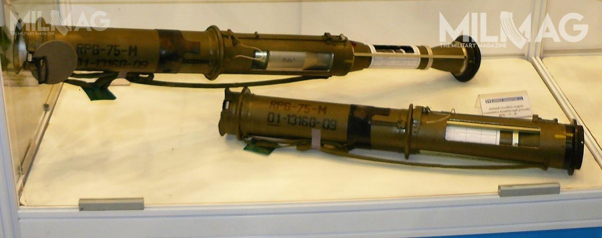 RGP-75-M tozmodyfikowana odmiana granatnika przeciwpancernego RPG-75 wprowadzonego doarmii czechosłowackiej wlatach 1970. Wcześniej, w2010 GROM kupił wersję RPG-75-TB (RTG) zgłowicą termobaryczną. Była topierwsza broń tego typu wWojsku Polskim. Wprzeciwieństwie dowielu podobnych konstrukcji, RPG-75-TB niejest bronią rakietową, alebezodrzutową. Może być wystrzeliwana zwnętrza pomieszczeń, oile tylkozastrzelcem pozostawiona zostanie przynajmniej dwa metry wolnej przestrzeni / Zdjęcie: Remigiusz Wilk