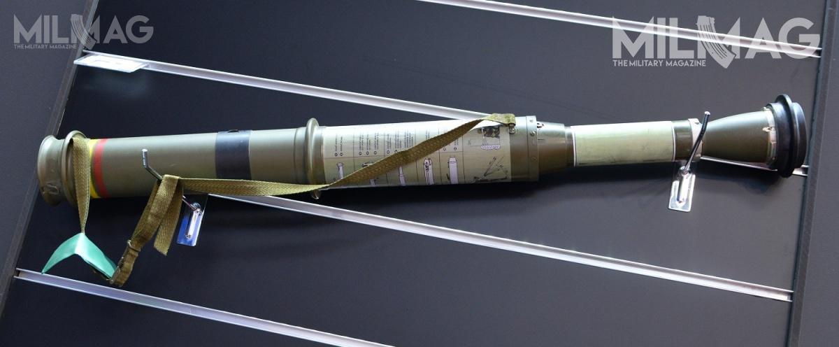 JWG rozpoczęła postępowanie nadostawy 68-mm granatników przeciwpancernych RPG-75-M. Jednorazowa broń ma masę 3,2 kg idługość wpołożeniu transportowym 630 mm ibojowym (rozłożonym dostrzału) 890 mm. Prędkość początkowa pocisku wynosi 189 m/s. Zasięg skutecznego rażenia to300 m, producent podaje, żegłowica jest wstanie przebić 300-mm jednorodnego pancerza stalowego. Jeżeli pocisk nietrafi wcel po3-6 s następuje zadziałanie samolikwidatora / Zdjęcie: Paweł Ścibiorek