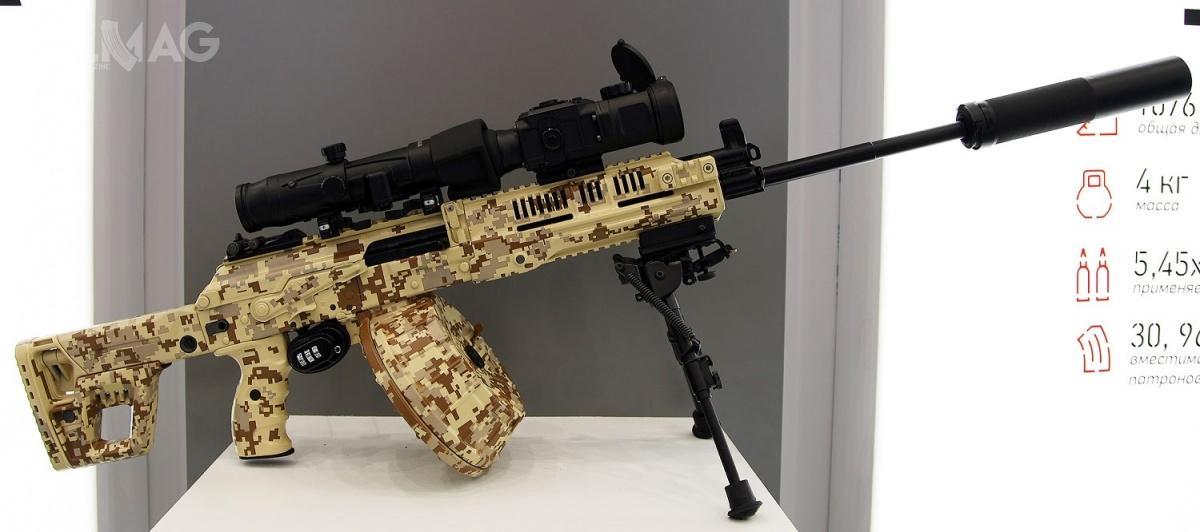 Karabinek maszynowy RPK-16 zasilany amunicją 5,45 mm x 39 wodmianie z550-mm lufą. Długość broni zkolbą złożoną/rozłożoną to831/1076 mm. Broń może być zasilana z30- i45-nabojowych magazynków pudełkowych lub 96-nabojowego bębna. RPK-16 może strzelać amunicją 7N6, 7N10, 7T3 i7T3M, dla 550-mm lufy prędkość wylotowa wynosi 930 m/s. Szybkostrzelność teoretyczna to700 strz./min. / Zdjęcie: Witalij W. Kuzmin