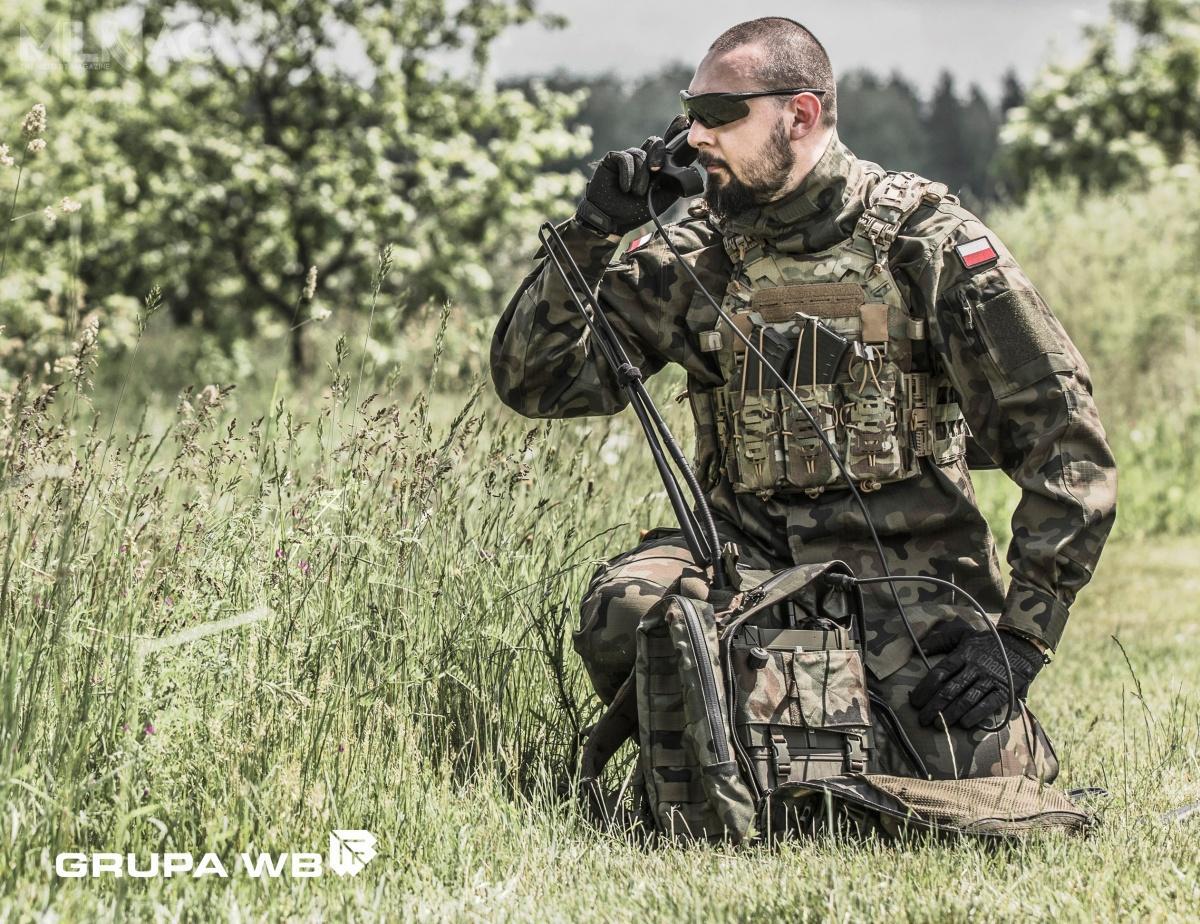 Radiostacje RRC 9211 zostały wprowadzone nawyposażenie Wojska Polskiego poleceniem nr161/Log./ZPSDiŁ-P6 szefa Inspektoratu Wsparcia Sił Zbrojnych z24 września 2008. Odtamtejpory dostarczono sprzęt wtrzech transzach. Radiostacje przekazano wojsku wlatach 2012-2013 (171 egzemplarzy), 2014-2017 (380 egzemplarzy) i2018-2019 (240 egzemplarzy) / Zdjęcie: Grupa WB
