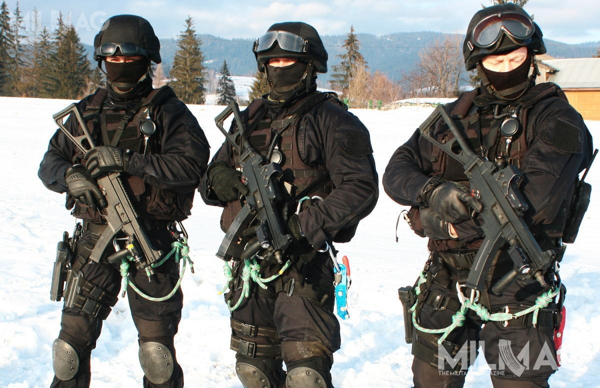 Podstawowym uzbrojeniem funkcjonariuszy Straży Granicznej są pistolety orazpistolety maszynowe zasilane amunicją kal. 9mm /Zdjęcia: Jakub Link-Lenczowski
