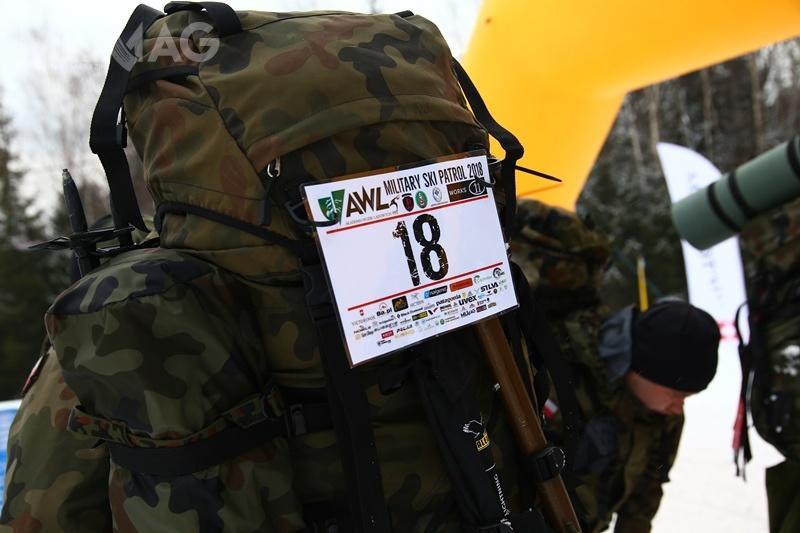 Żołnierze przemieszczali się wtrudnym terenie zekwipunkiem omasie przekraczającej 15 kg /Zdjecia: st. chor. szt. Marek Kańtoch