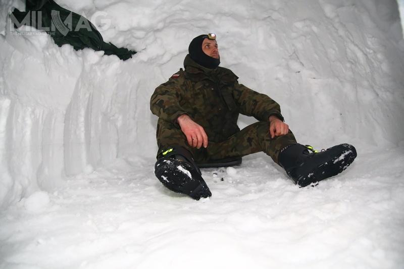 Jednym zzadań było nocne bytowanie wspecjalnie przygotowanej jamie śnieżnej