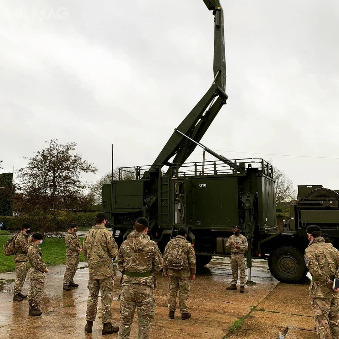 Jeden zestaw systemu Sky Sabre składa się zwyrzutni orazdwóch pojazdów wsparcia zestanowiskiem dowodzenia ikontroli orazradaru obserwacyjnego 3D średniego zasięgu / Zdjęcia: British Army