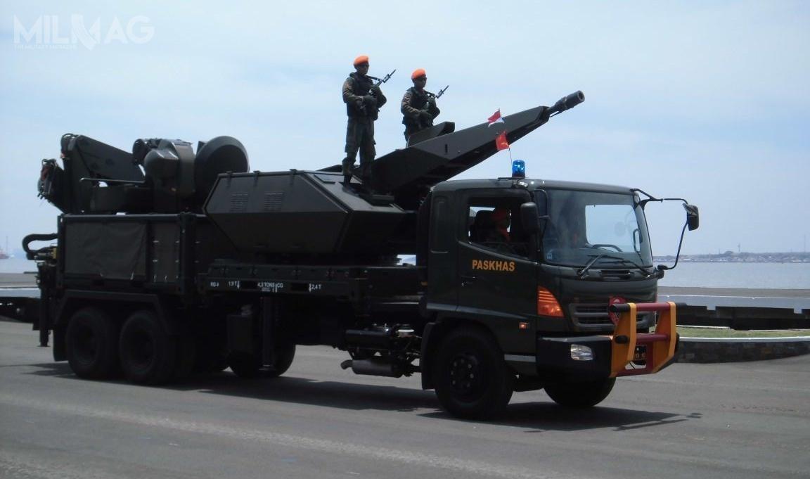 Paskhas, jednostka specjalna indonezyjskich wojsk specjalnych, posiada nawyposażeniu baterie Oerlikon Skyshield napodwoziu samochodowym / Zdjęcie: TNI-AU