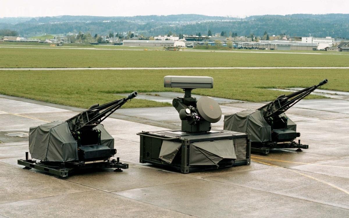 Zestaw Oerlikon Skyshield składa się zjednostek ogniowych, systemu kontroli ognia orazjednostki dowodzenia / Zdjęcie: Rheinmetall Air Defence