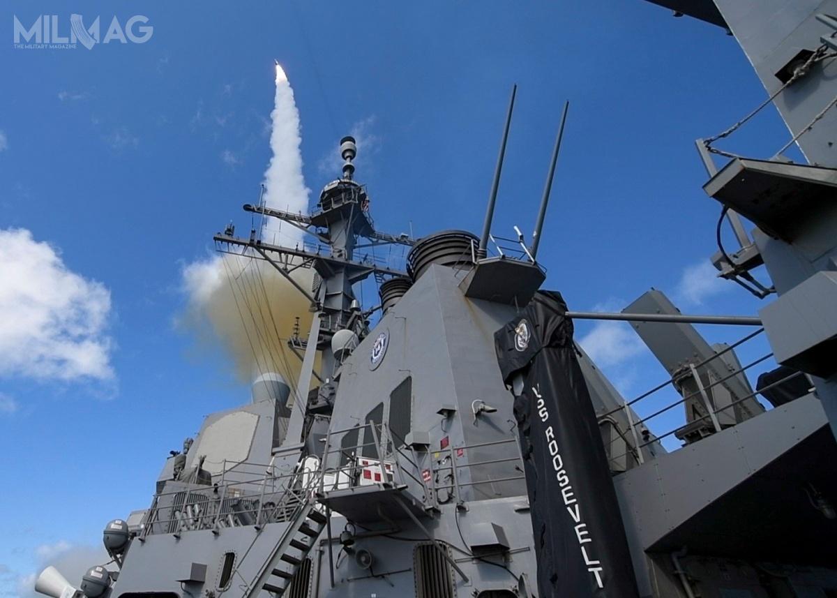 RIM-66K/L/M SM-2MR Block IIIB został opracowany wramach programu MHIP (Missile Homing Improvement Program). Wukładzie naprowadzania Mk. 97 mod. 0, poza pół-aktywnym radarem, zastosowano naprowadzanie zliczeniowe inapodczerwień. Zastosowano też system wspomagający wykrywanie celów naniskim pułapie Mk. 45 mod. 9. Przeznaczony jest dozwalczania pocisków przeciwokrętowych istatków powietrznych. Maksymalny zasięg przechwytywania wynosi 166 km, apułap 19,8 tys. m / Zdjęcie: US Navy