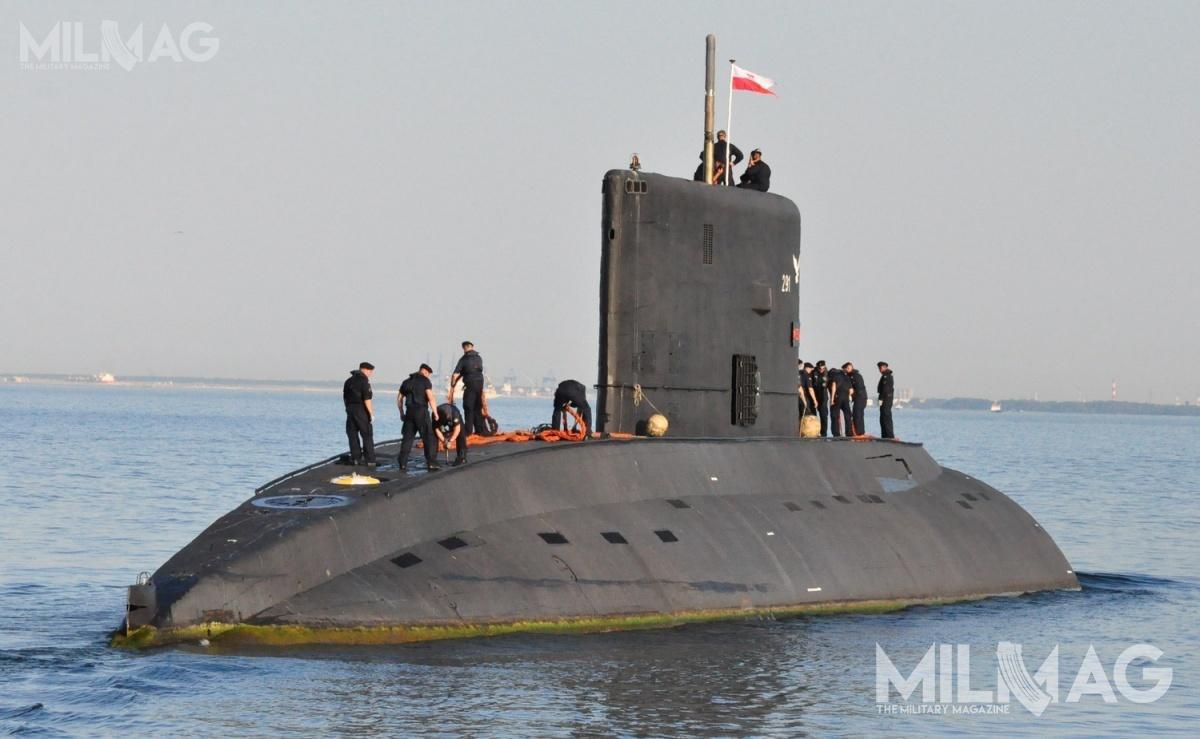 Według najnowszych prognoz bandera naokręcie podwodnym ORP Orzeł (291) zostanie opuszczona zaokoło dekadę, oile niewynikną przesłanki ku szybszemu wycofaniu / Zdjęcie: Michał Szafran