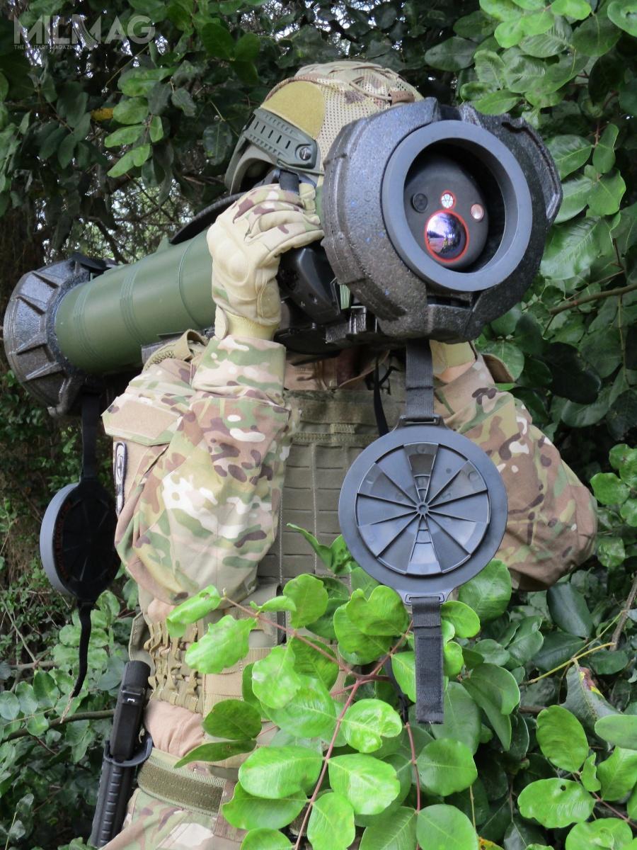 Spike SR jest przeznaczony dodziałań lądowych naszczeblu plutonu orazdowsparcia operacji specjalnych. Może być łatwo przenoszony przezpojedynczego żołnierza. Konstrukcja pozwala naodpalenie wciągu kilku sekund odzimnego rozruchu / Zdjęcia: Rafael Advanced Defense Systems