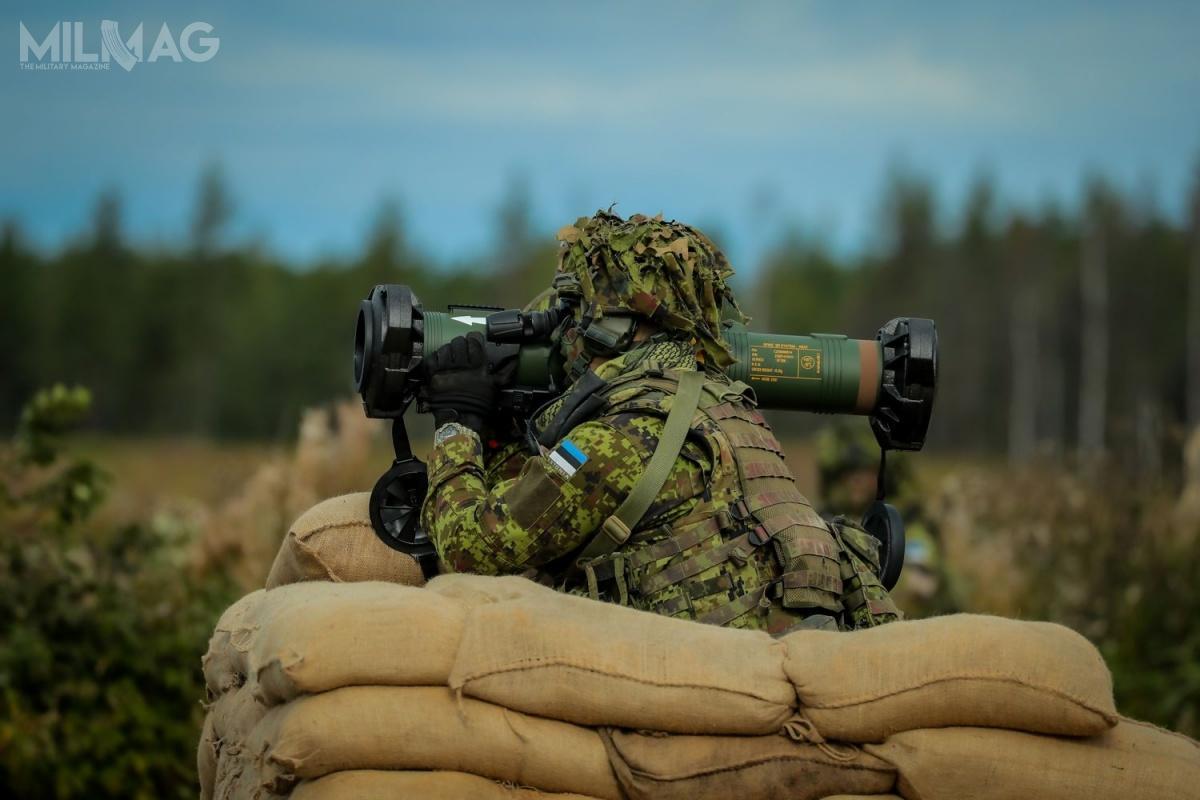 Przenoszony wzasobniku odługości 98 cm, SPIKE SR jest uzbrojeniem niezwykle mobilnym, umożliwiającym piechocie łatwe iszybkie przemieszczanie iużycie wramach każdego manewru wojsk lądowych