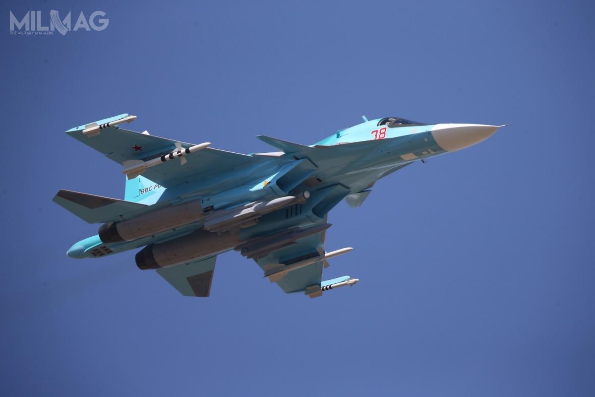 Su-34 (wkodzie NATO Fullback) wywodzi się zrodziny ciężkich myśliwców przewagi powietrznej Su-27 (Flanker), ainne jego oznaczenie toSu-27IB.
