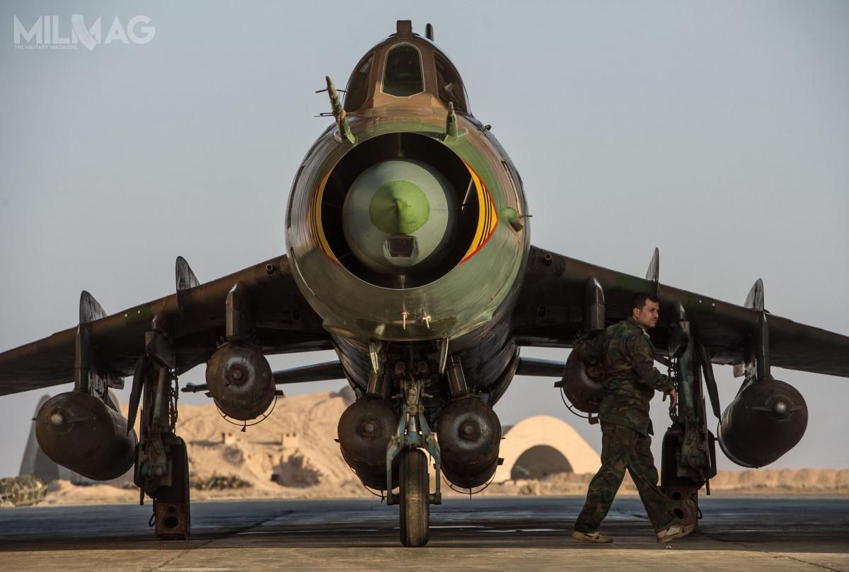 Syryjski Su-22M4 uzbrojony w6bomb termobarycznych OODAB-500, stacjonujący wbazie lotniczej T4. /Zdjęcie: SAAF
