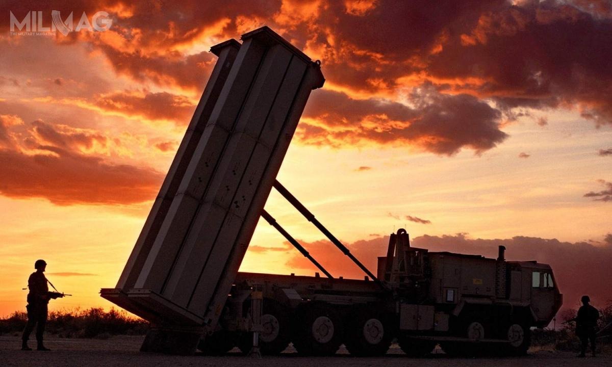 Bateria systemu THAAD składa się zwyrzutni rakietowych M1075 napodwoziu M983 Oshkosh HEMTT, mobilnego radaru AN/TPY-2 pracującego wpaśmie X ipocisków przechwytujących ogłowicach kinetycznych typu hit-to-kill / Zdjęcie: NATO