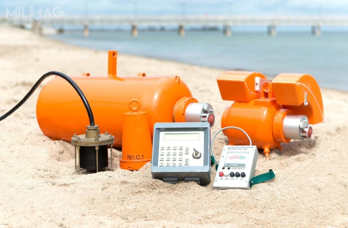 System Toczek składa się trzech urządzeń A, B iC oróżnej masie ładunku wybuchowego zależnego odtypu min, które mają zneutralizować. Są one detonowane zapomocą kodowanych sygnałów hydroakustycznych wysyłanych przezopuszczany dowody generator / Zdjęcia: OBR CTM