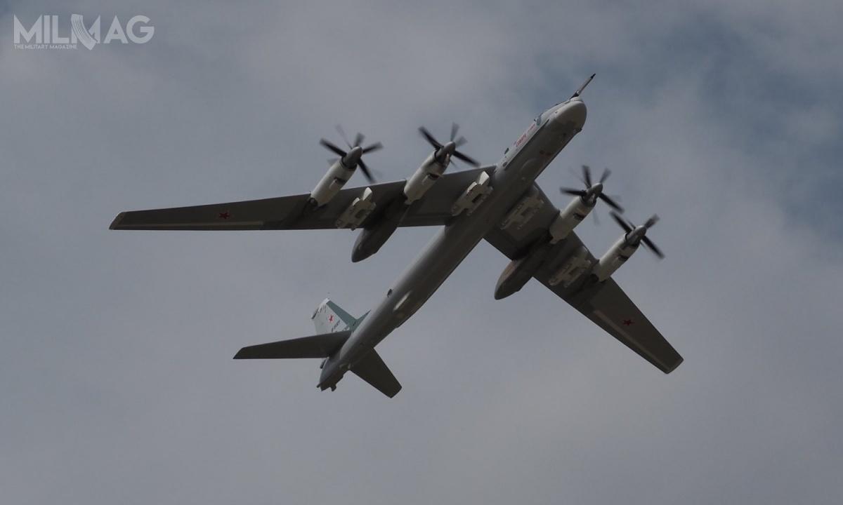 Samolot otrzymał cztery podwójne węzły podskrzydłowe doprzenoszenia ośmiu pocisków manewrujących: konwencjonalnych Raduga Ch-101 itermonuklearnych Ch-102 ozasięgu 5500 km / Zdjęcia: OAK