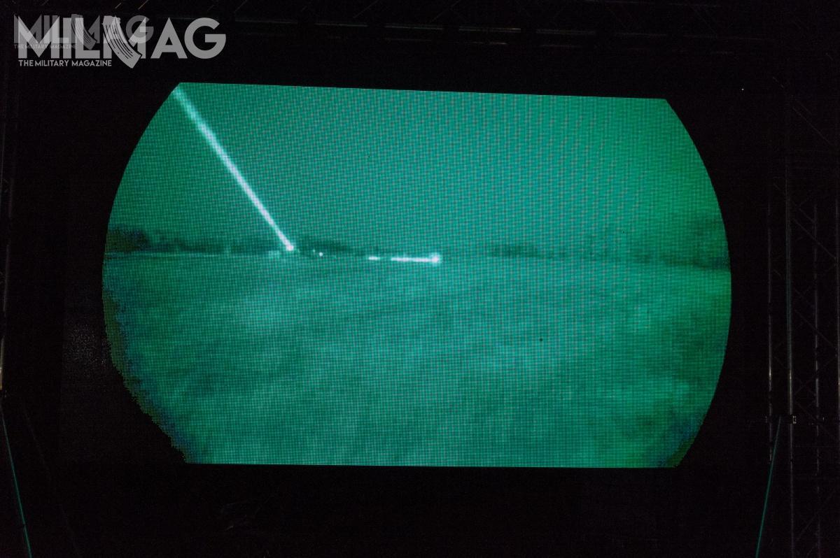 Po zmroku nastąpił pokaz urządzeń pozwalających naprowadzenia działań wwarunkach ograniczonego oświetlenia. /Zdjęcia: Jarosław Lis