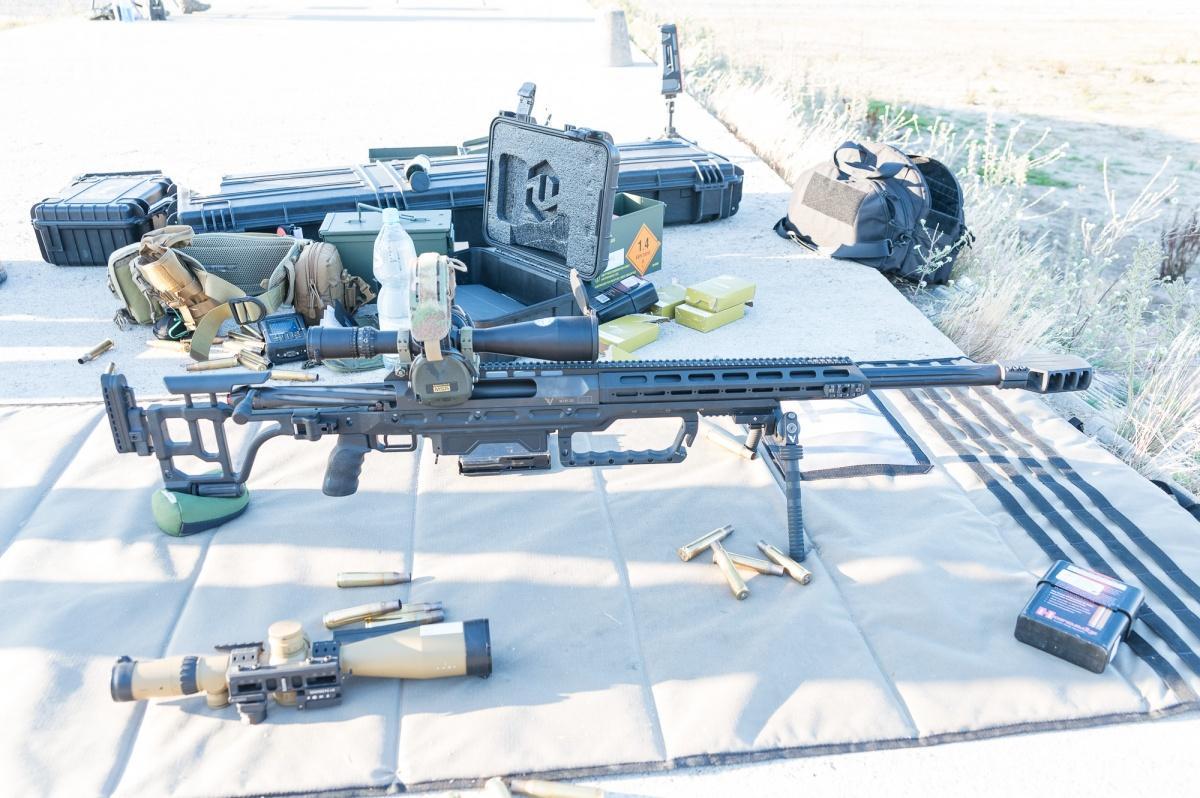 Wielkokalibrowy karabin precyzyjny Victrix Armements Corvus doamunicji .50 BMG.