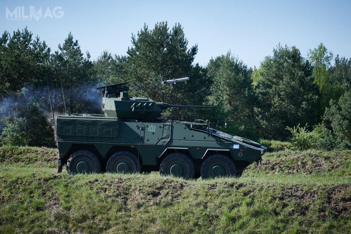 Vilkas został wyposażony wbezzałogową wieżę Rafael Samson Mk.II, wyposażoną w30-mm armatę automatyczną ATK Mk 44S Bushmaster II, 7,62-mm karabin maszynowy, wyrzutnie przeciwpancernych pocisków kierowanych Spike LR imiotacze granatów dymnych. Pojazd jest napędzany turbodoładowanym silnikiem wysokoprężnym omocy 530 kW (720 KM) ima masę  36,5 t