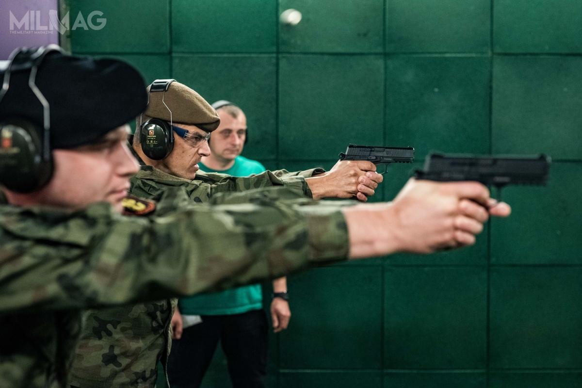 Fabryka Broni dostarczyła doWojska Polskiego już 1020 pistoletów samopowtarzalnych Vis 100. Dokońca roku żołnierze mają otrzymać 3178 nowych konstrukcji doamunicji 9mm x 19 / Zdjęcia: Remigiusz Wilk, Wojska Obrony Terytorialnej