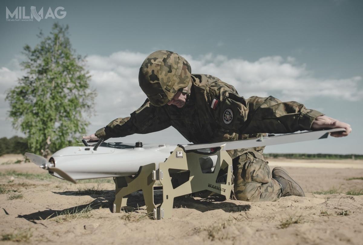 Dziewięciu zdziesięciu kandydatów naoperatorów ukończyło szkolenie zwynikiem pozytywnym, uzyskując uprawnienia doobsługi inaprowadzania bojowego Warmate. /Zdjęcie: Dowództwo Wojsk Obrony Terytorialnej