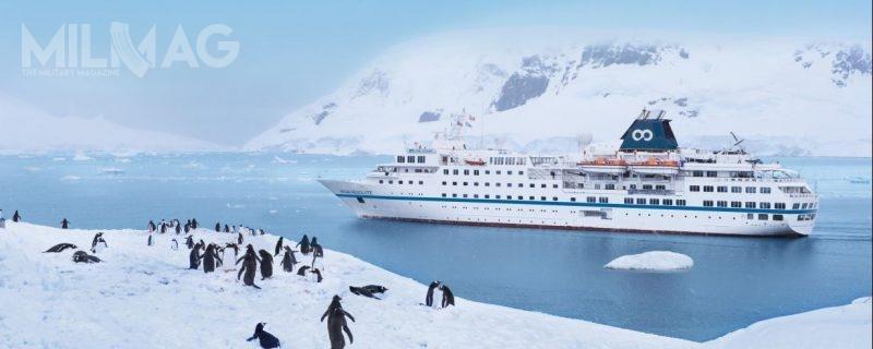 Konstrukcja statku wycieczkowego RCGS Resolute została wzmocniona natyle, aby móc wykonywać rejsy wAntarktyce, gdzie istnieje zagrożenie kolizji zpływającym lodem / Zdjęcie: Columbia Cruise Services