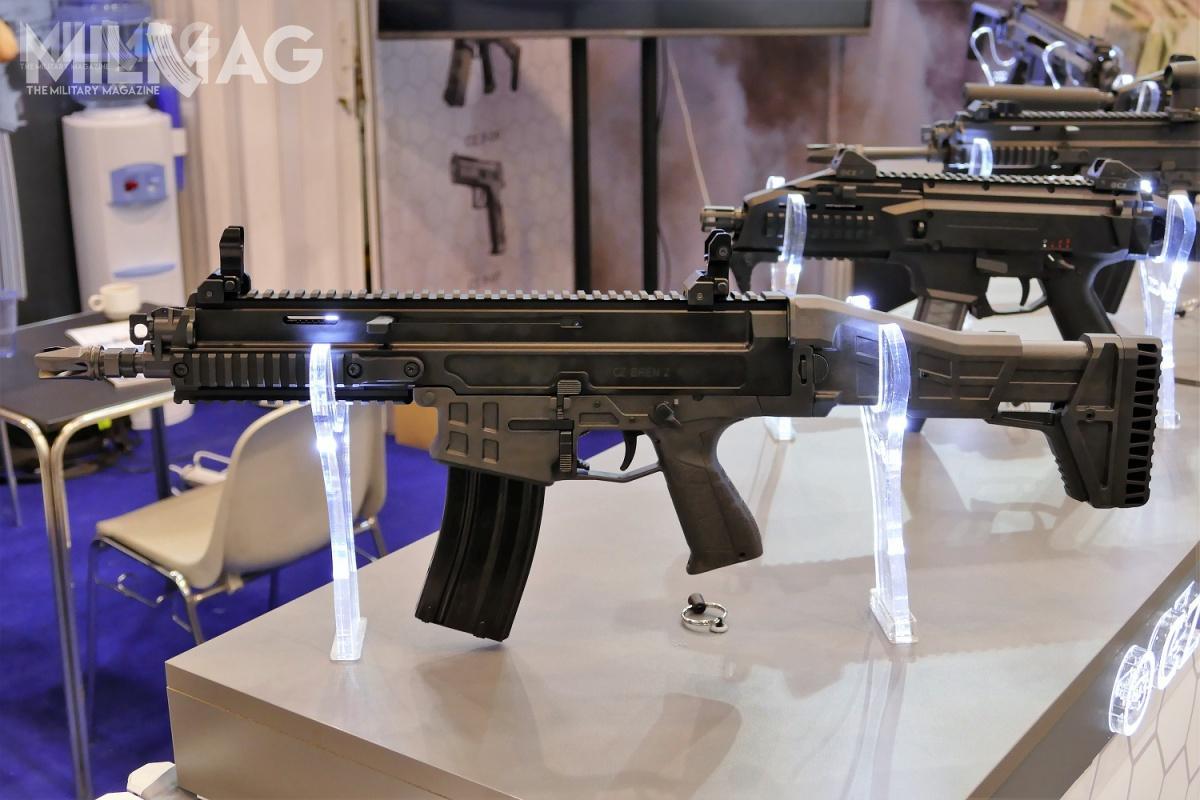 Drugą nowością, którą zaprezentowano wPolsce poraz pierwszy, był 5,56-mm karabinek automatyczny CZ Bren 2, zamówiony wgrudniu 2015 przezczeskie siły zbrojne / Zdjęcia: Remigiusz Wilk
