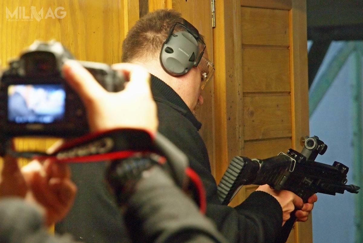 Z bronią CZ można było się wGdańsku zapoznać nażywo. Polski przedstawiciel, Zbrojownia, promował  wyroby zUherskiego Brodu wiście amerykańskim stylu, zapraszając gości targów nastrzelnicę / Zdjęcie: Zbrojownia