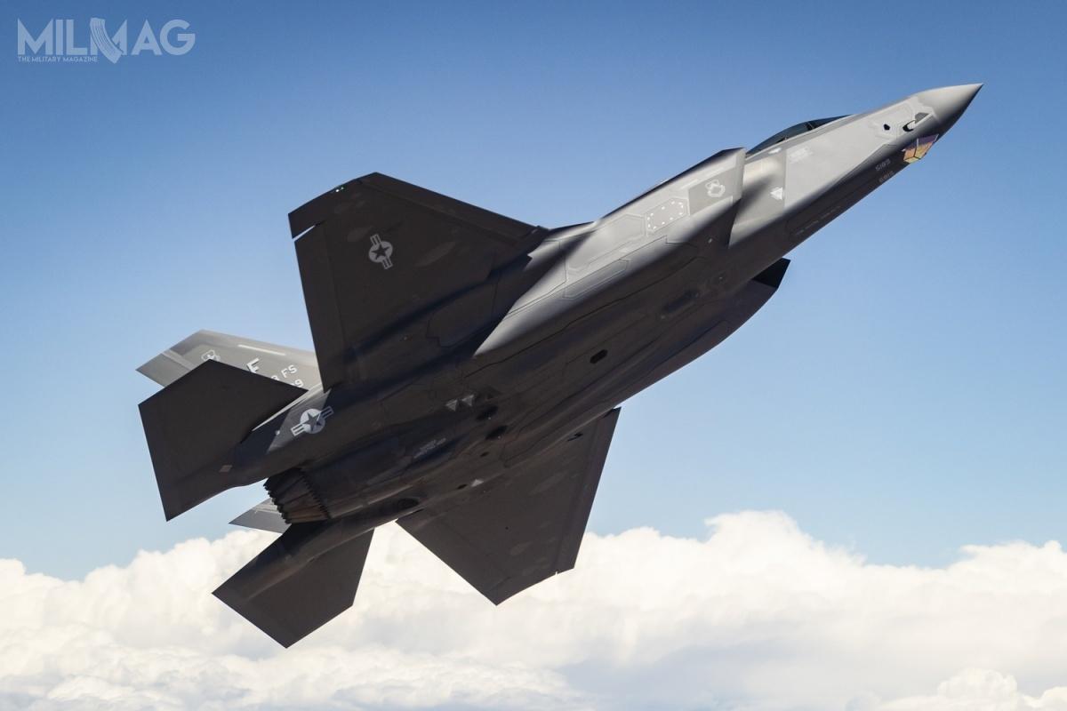 Władze wAbu Zabi zabiegały ozakup F-35 od2011, jednak ówczesna administracja prezydenta Baracka Obamy była temu nieprzychylna. Napoczątku listopada 2017 pojawiła się informacja, żeadministracja Donalda Trumpa jest gotowa rozważyć sprzedaż tych samolotów ZEA. Mogło tomieć związek zrozszerzeniem bilateralnej współpracy wojskowej napodstawie 15-letniego porozumienia obronnego zmaja tego samego roku / Zdjęcie: USAF