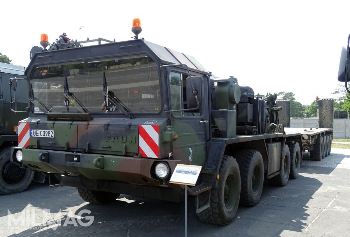 Wojsko Polskie eksploatuje 6zestawów niskopodwoziowych SLT 50-2 Elefant wraz zczołgami Leopard 2A4, atakże zakupiło 59 ciągników siodłowo-balastowych Iveco EuroTrakker wwersjach MP720E48WT iMP720T50WT wukładzie napędowym 6x6 / Zdjęcie: Remigiusz Wilk