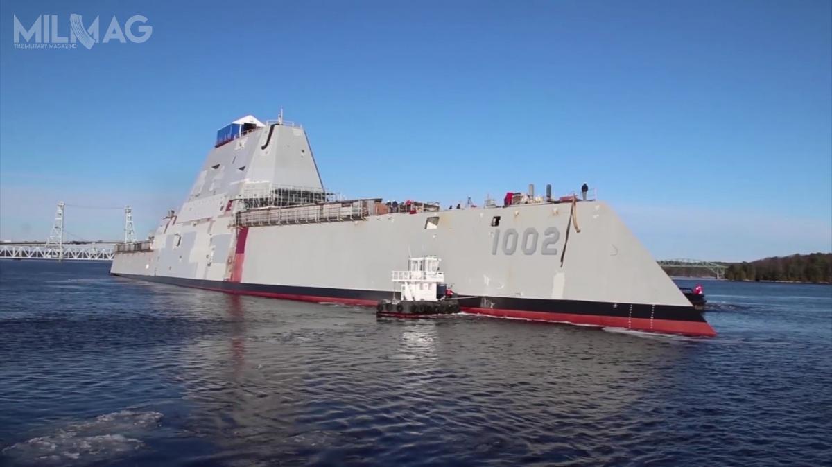 Okręt przeniesiono zlądu dosuchego doku, któryzalano wodą izapomocą holowników został przesunięty doinnej części stoczni, gdzie prace nadjego wykończeniem idoposażeniem będą kontynuowane.