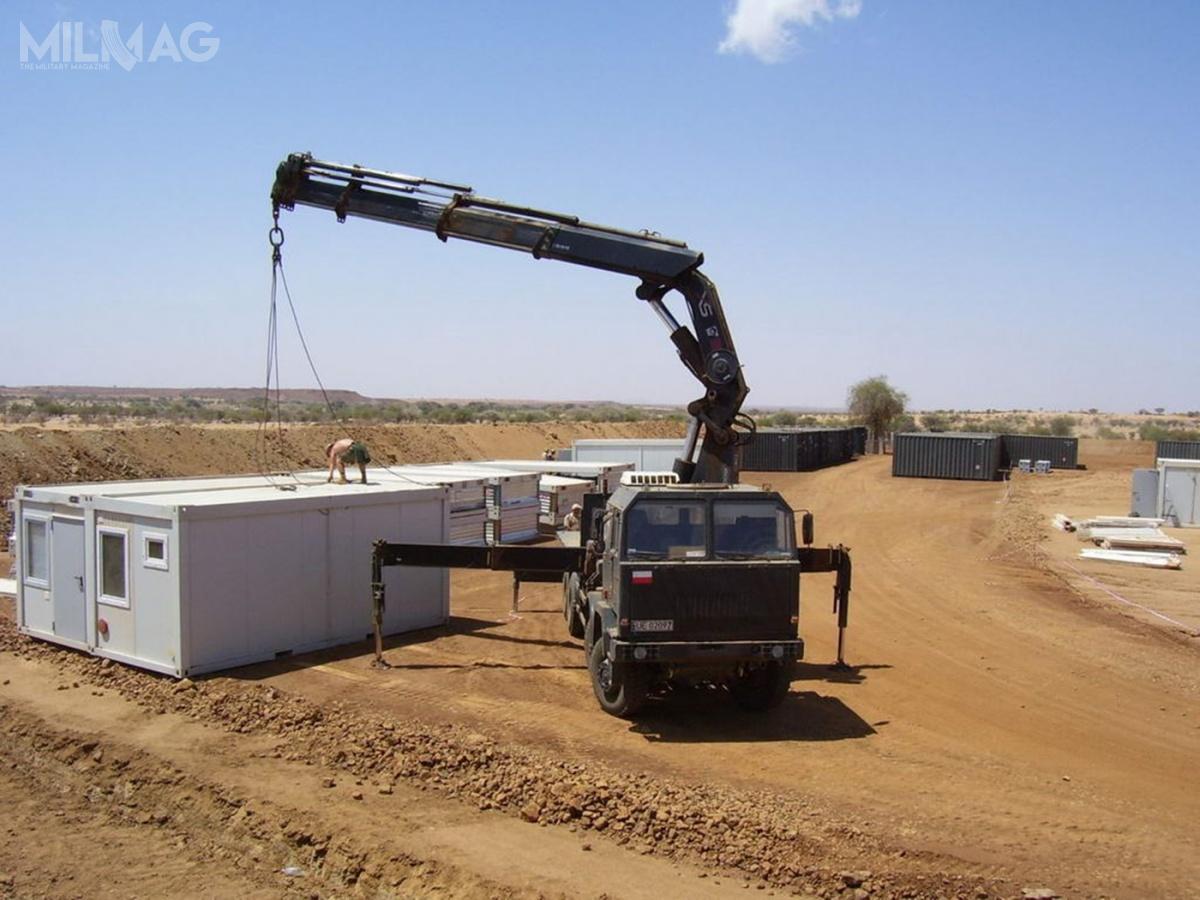 Spółka zFinlandii Cargotec jest właścicielem przedsiębiorstwa zależnego HIAB wyspecjalizowanego wprojektowaniu iprodukcji systemów załadunkowych. Żurawie wytwarzane są od2009 wStargardzie, gdzie mieści się polski oddział Cargotec orazbiuro konstrukcyjne. Dźwigi HIAB wykorzystywane są wwiększości sił zbrojnych państw członkowskich Sojuszu Północnoatlantyckiego / Zdjęcie: MON