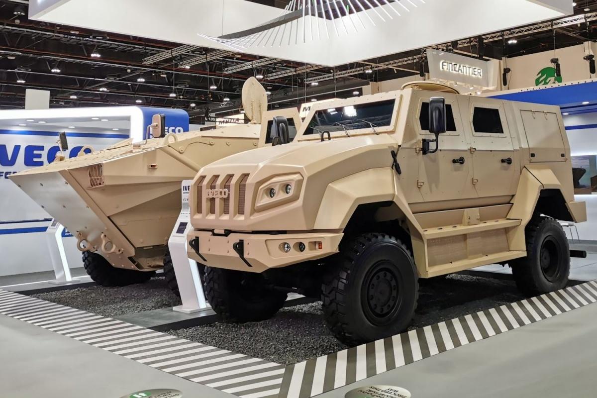 Podczas targów IDEX 2021 wAbu Zabi miała miejsce premiera nowego niderlandzkiego średniego pojazdu opancerzonego opracowanego przezwłoską spółkę Iveco Defence Vehicles / Zdjęcie: Iveco Defence Vehicles