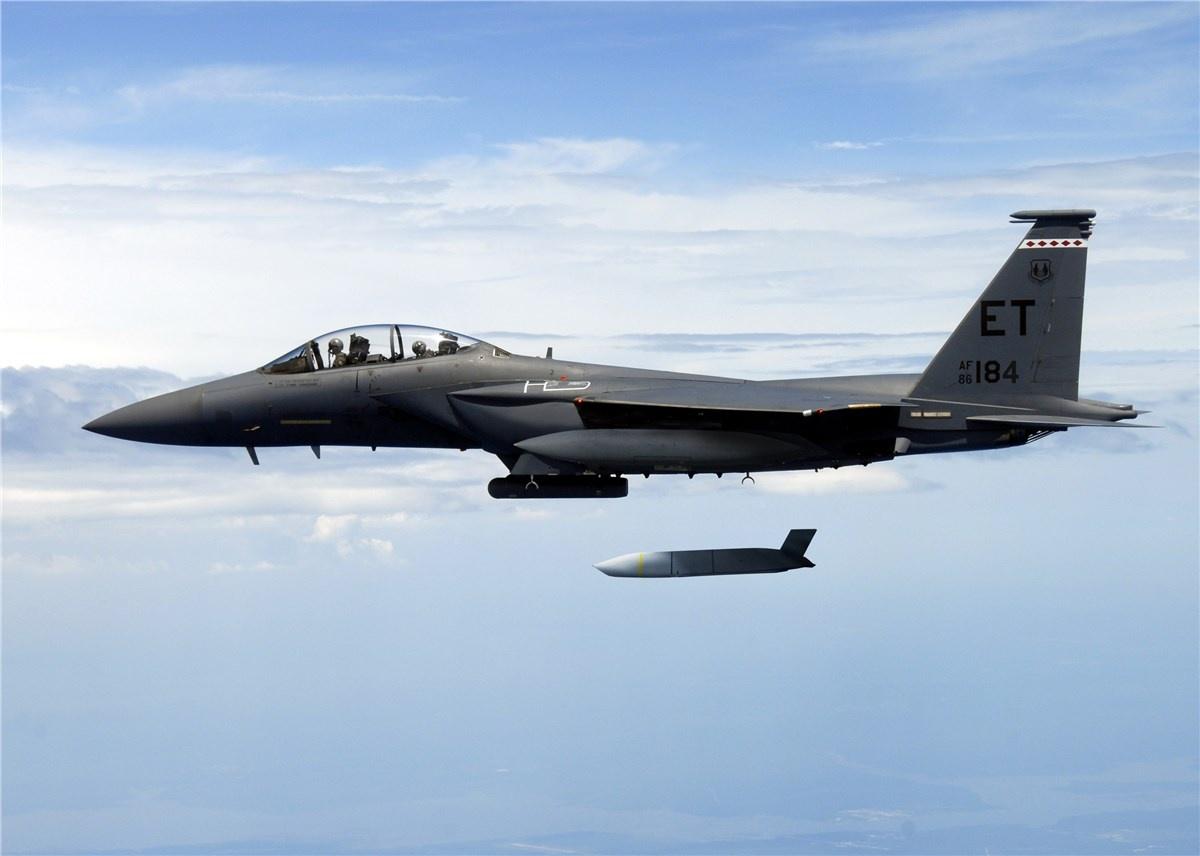 Jeden zescenariuszy ćwiczenia zakładał symulowane użycie pocisków manewrujących AGM-158A JASSM przeciwko celom naziemnym wregionie