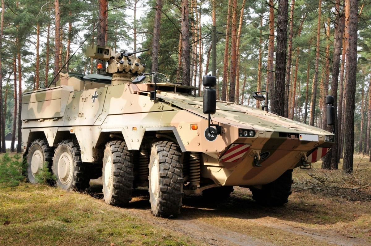 Modernizacja pierwszych 38 GTK Boxer FüFz A1 dowariantu A2 została rozpoczęta w2017. Łącznie wsłużbie Heer jest 65 pojazdów dowódczych (zamiast 272 wcześniej planowanych) / Zdjęcie: Rheinmetall AG