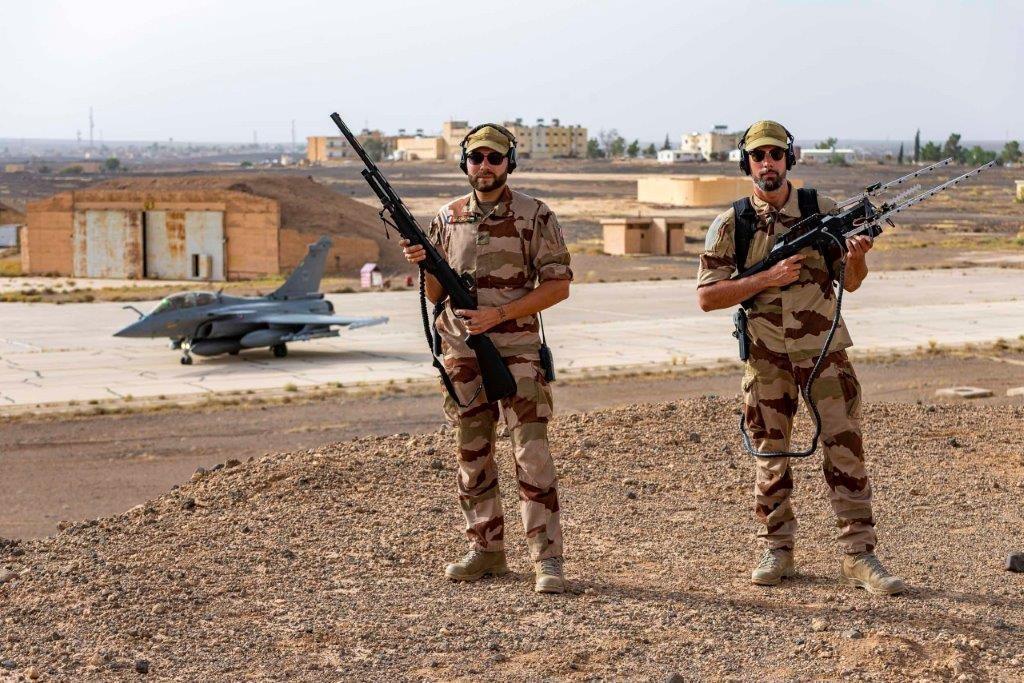 Francuskie ministerstwo sił zbrojnych ogłosiło postępowania nadostawę gładkolufowych strzelb powtarzalnych kalibru 12. Francuzi zainteresowani są trzema odmianami konstrukcji - zkrótką idługą lufą orazspecjalną wersją antydronową doniszczenia małych bezzałogowców. / Zdjęcia: Ministerstwo Sił Zbrojnych Francji