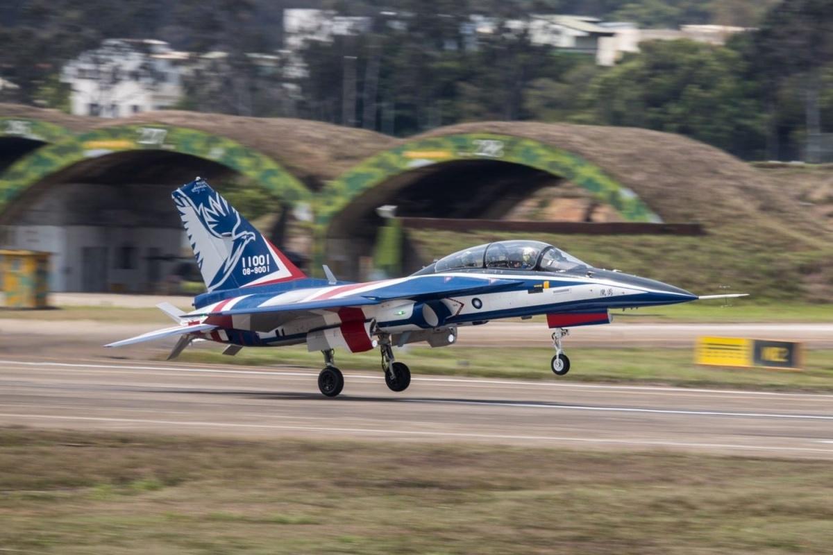 Wojska lotnicze Republiki Chińskiej rozpoczęły testy operacyjne nowych, odrzutowych samolotów szkolenia zaawansowanego AIDC T-5 Yung Yin